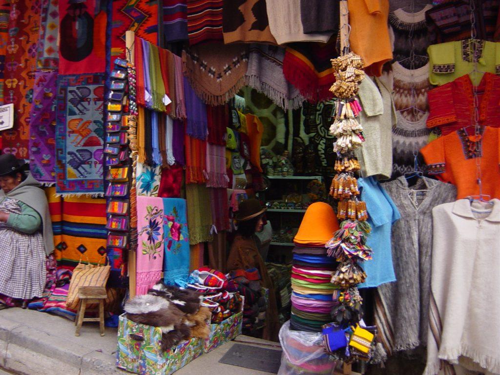 Photo illustrant la vie dans un marché en Bolivie, avec Lifetime Projects