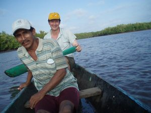 Guatemala : Deux hommes en barque