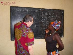 """Photo illustrant la mission """"Alphabétisation pour les femmes au Cameroun"""", avec Lifetime Projects"""