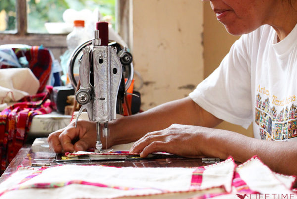"Photo illustrant la mission ""Insertion professionnelle pour les femmes en Bolivie"", avec Lifetime Projects"
