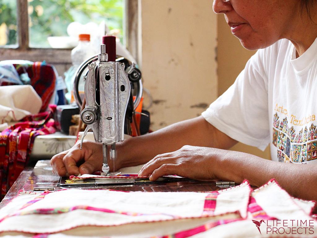 """Photo illustrant la mission """"Insertion professionnelle pour les femmes en Bolivie"""", avec Lifetime Projects"""