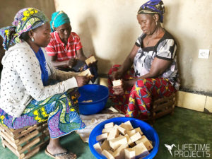 "Photo illustrant la mission humanitaire au Cameroun de Lifetime Projects : ""Savonnerie artisanale Savons d'Atta"""