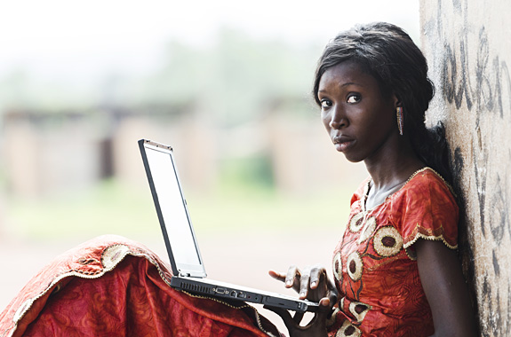 """LifeTime Projects : illustration de la mission """"Initiation à l'informatique au Cameroun"""""""