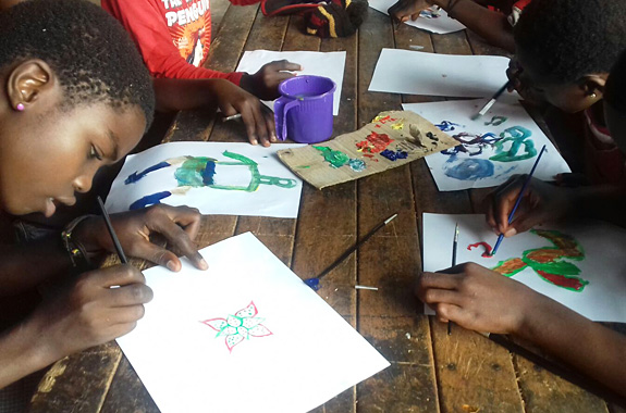 "LifeTime Projects : illustration de la mission ""Art-thérapie en orphelinat au Cameroun"""