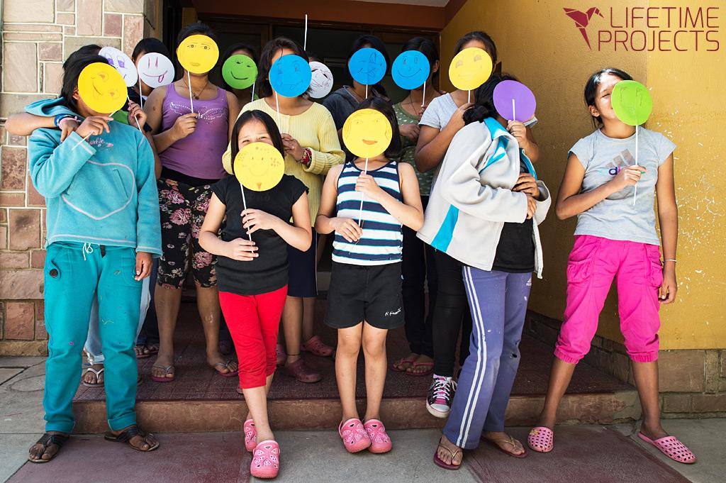 Photo illustrant la mission de Lifetime Projects : art thérapie dans des orphelinats en Bolivie