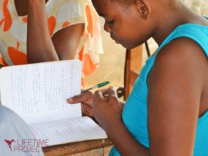 Photo des cours de micro-entreprenariat pour les femmes au Cameroun, avec LifeTime Projects