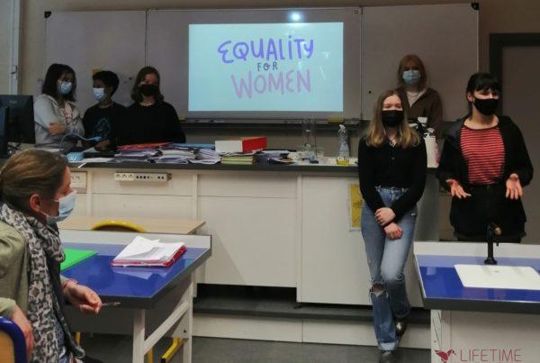 Photo de la salle de classe lors de la présentation de sensibilisation aux genres